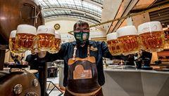 Pivovary nebudou muset platit daň za vylité pivo ani v příštím roce, schválila vláda