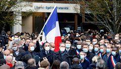 Kat francouzského učitele měl údajně status uprchlíka, svou oběť neznal. Nenecháme se zastrašit, volají kantoři