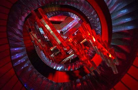 Hlavu vzhůru, vybízí Nová scéna Národního divadla. Na koronavirus si posvítí světelná instalace