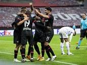 Leverkusen před duelem na Slavii porazil 3:1 Augsburg, v tabulce je třetí