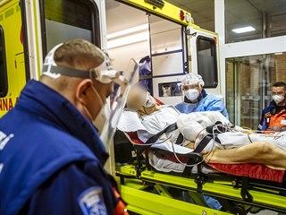Výjezd k potvrzenému COVID-19 pacientovi. Pro osoby, které s ním přijdou do...