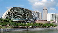 Čočky září nad Singapurem. Originální koncertní sál a divadlo zdobí městský stát