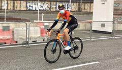 ŠPANĚLSKO A KORONAVIRUS: Cyklistický závod Vuelta v nouzovém stavu. S rouškou na startu