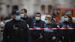 Francouzská policie honí v těžko přístupné oblasti bývalého vojáka, ten neváhá střílet po lidech