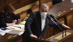 Opozice kritizuje postoj ČSSD při hlasování o škrtu v obraně. 'Není to už ani absurdní divadlo'