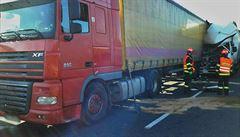 Nehoda kamionů a dodávek uzavřela D1 u Brna ve směru na Ostravu, o čtyři kilometry dál bourala další auta