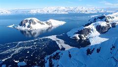 Život pod ledem? Britští vědci objevili zvláštní organismy pod zamrzlou hladinou v Antarktidě