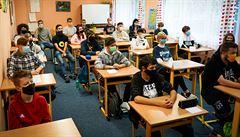 Do středních škol mohou studenti ve skupinách po šesti od příštího pondělí, jen na konzultace