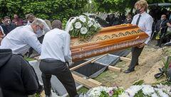 Pohřeb v plastovém pytli kvůli covidu? Pozůstalí mají právo na klasický obřad, přesto řeší nedůstojné scénáře