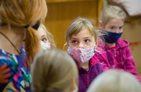 Vláda počítá s uzavřením škol, školek a dětských skupin. Otevřené zůstanou jen pro děti členů záchranných složek