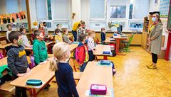 Povinná rouška ve třídách v pondělí neskončí. Vojtěch ještě bude jednat s Plagou a hygieniky
