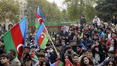 Ázerbájdžán podle mírové dohody vstoupil do okresu Agdam. Arménci při odchodu zapalovali domy