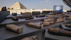 Egyptští archeologové představili nález stovky sarkofágů starých zhruba 2500 let