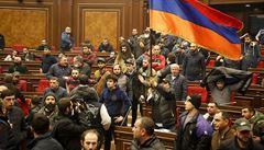 Arménie zmařila atentát na premiéra Pašinjana, bývalí činitelé plánovali získat moc