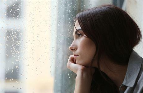 Psychologie pro každého: Trauma si člověk musí odžít. Měli bychom se i vyplakat a procítit zlost