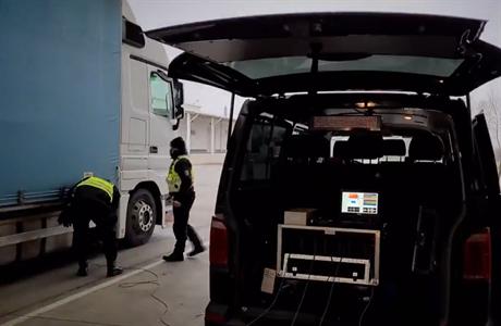 Policie na jihu Moravy zadržela na dálnicích dalších 12 migrantů. V poslední době běženců přibývá