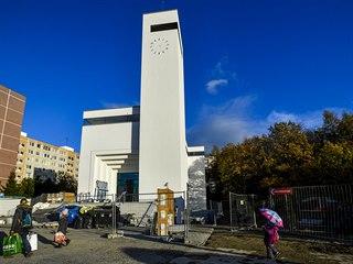 Dokončovaná stavba kostela Krista Spasitele v Grussově ulici na pražském...