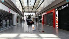 Nejvyšší soud zrušil omezení provozu obchodů či setkávání lidí. Vláda má čtyři dny na úpravu