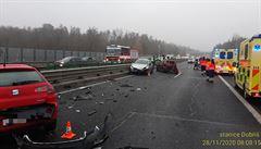 Dálnici D4 u Kytína uzavřela nehoda devíti aut. Nikdo se vážně nezranil, na vozovce bylo náledí