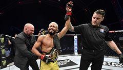 Kadeřník šampionem UFC. Dříve upravoval vlasy nebo taxikařil, teď Figueiredo obhajuje titul