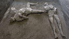 V Pompejích odkryli dva tisíce let staré pozůstatky muže a jeho otroka. Ničivá erupce je zasáhla ráno
