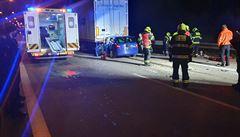 Pražský okruh u Vestce zastavila nehoda osobního auta s kamionem, provoz byl obnoven