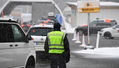 Rakousko kvůli koronaviru zakáže Italům vstup do země, Slovinci ho omezí. Policie může Čechům kontrolovat palivo