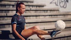 'Mami, ztrácíš svého syna.' Argentinská transsexuálka je první s profesionální smlouvou v ženském fotbale