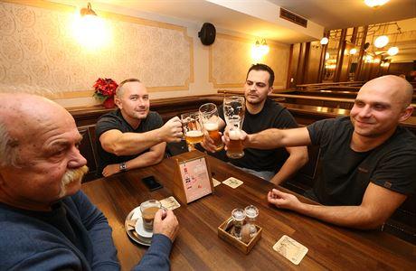 Češi minulý rok vypili o čtrnáct piv na obyvatele méně. Kromě spotřeby klesla i výroba