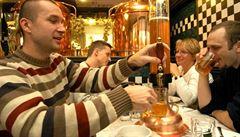 Pivovary navzdory koronaviru uvařily sváteční ležáky. Pochvalují si poptávku po nich