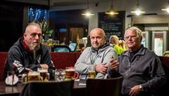 Až 50 tisíc za pivo na ulici, 3 miliony za noční provoz hospody. Chystá se zpřísnění trestů za ignoraci opatření