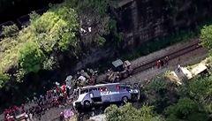 V Brazílii se z mostu zřítil autobus do 30metrové hloubky. Neštěstí na 'silnici smrti' si vyžádalo 18 životů