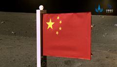 Čína je druhou zemí, která dokázala umístit svou vlajku na Měsíc