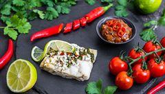 Vánoční klasika zdravěji: Rajčatovo-datlové chutney s rybou připravované v páře