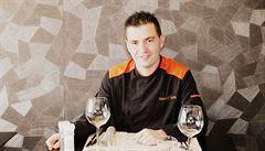 Belgický šéfkuchař chytře vzdoruje pandemii. Hosty obsluhuje na parkovišti, jídlo jim nosí do obytných vozů