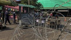 V Thajsku narůstá počet nákaz, covid se rozšířil na trhu s krevetami. Ten je nyní obehnán ostnatým drátem