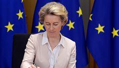 Komise udělala chyby, chce urychlit schvalování vakcín, řekla von der Leyenová