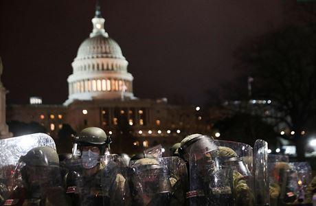Policisté očekávají ve čtvrtek další útok na Kapitol, vzpoura souvisí s konspirační teorií, píší média