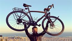Muž z Barcelony objel za pandemie na kole skoro celou Evropu