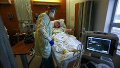 'Nevozte do nemocnic lidi s malou nadějí na přežití.' USA a Británie řeší kvůli covidu obrovské problémy
