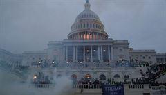 Americký Senát vyšetřuje nepokoje v Kapitolu. Selhání způsobila prý 'zamotaná změť rozporuplných příkazů'