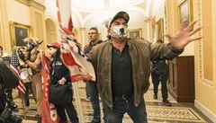 Chaos v Kongresu: zmatené pobíhání a barikády v kancelářích. Zavolejte Trumpa, křičeli demokraté