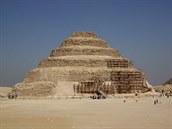 Egyptští archeologové představili další cenné nálezy ze Sakkáry, je mezi nimi i čtyřmetrový papyrus