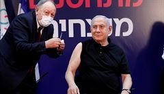 Izrael začal očkovat proti covidu, první byl premiér Netanjahu. Země chce denně rozdat 60 000 dávek