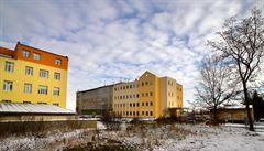 Přetížená nemocnice v Chebu musela dočasně uzavřít porodnici, akutní případy posílá do Varů