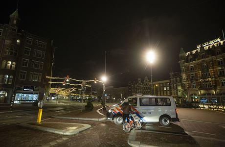 Nizozemský odvolací soud zatím ponechal platnost zákazu nočního vycházení