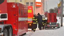 Feuerwehrleute bauen an der Govt-19 einen neuen Kontrollpunkt für Grenzpassagiere ...