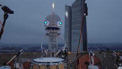 Projekt Hotspot představí české muzikanty na netradičních místech. Jako první zahrál Floex s robotem Josefem