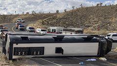 V Arizoně se cestou ke Grand Canyonu převrátil turistický autobus. Zemřel jeden člověk