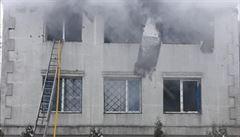 Při požáru v domově pro seniory v ukrajinském Charkově zemřelo nejméně 15 lidí